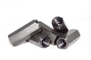 CNC-Drehen von Stahlbolzen mit Gewinde